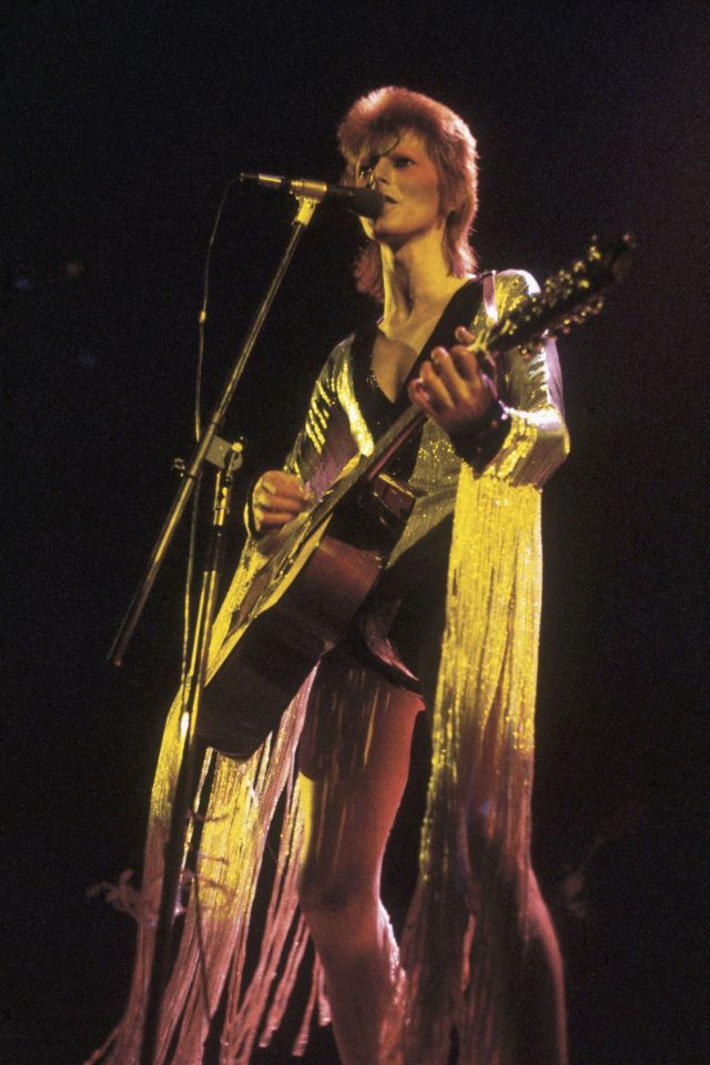 1970s-david-bowie-fashions-5.jpg