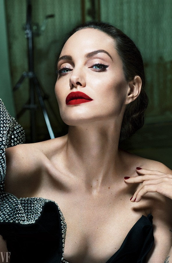 angelina-jolie-vf-0917-cover-ss08.png
