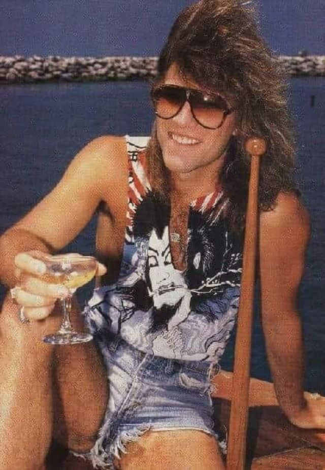 jon-bon-jovi-in-shorts-12.jpg