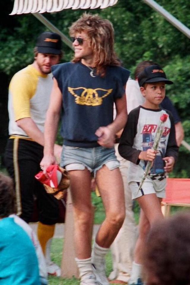 jon-bon-jovi-in-shorts-9.jpg