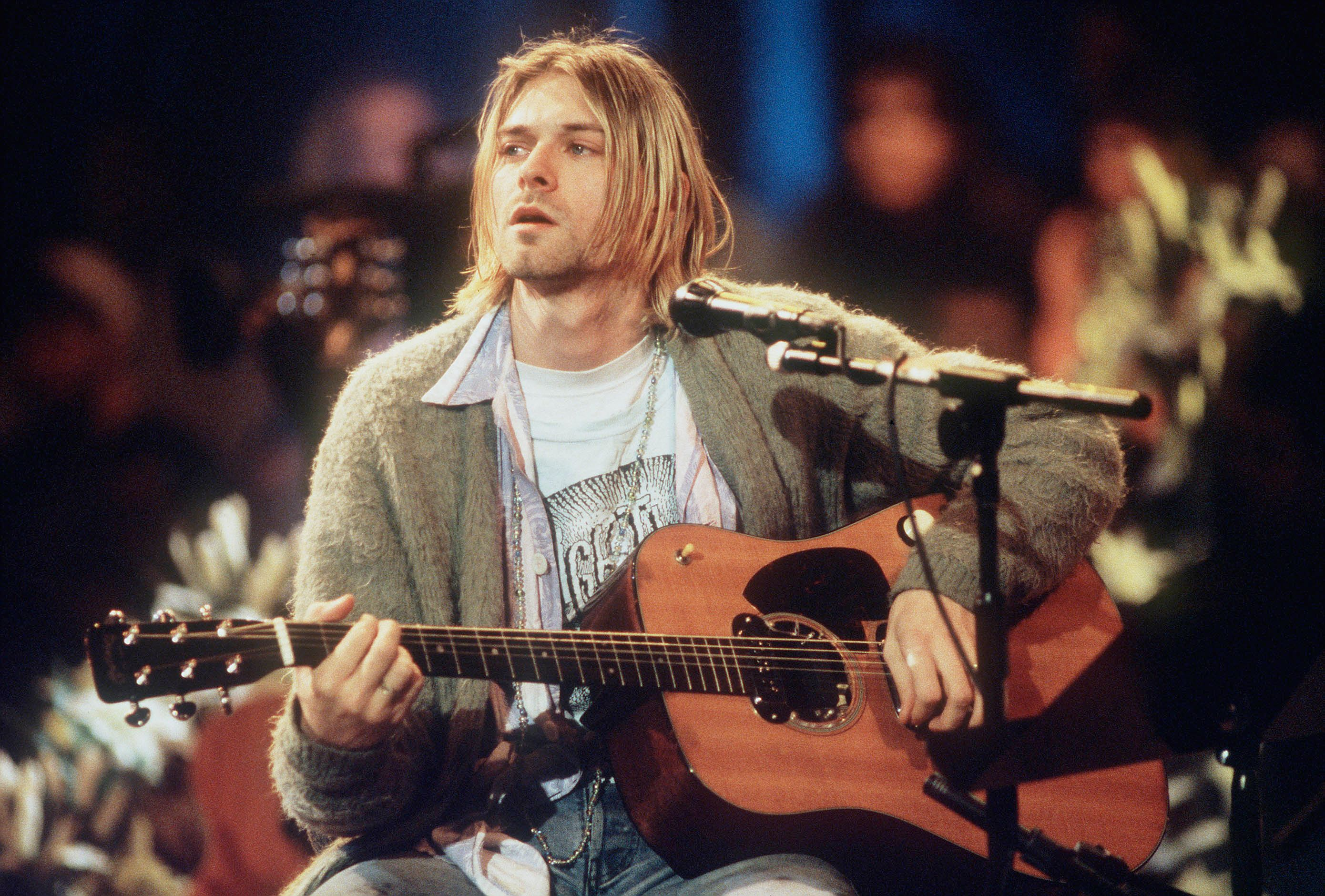 kurt-cobain-nirvana-mtv-unplugged-e3627468-cb34-46be-a8ce-39d305a356d7.jpg