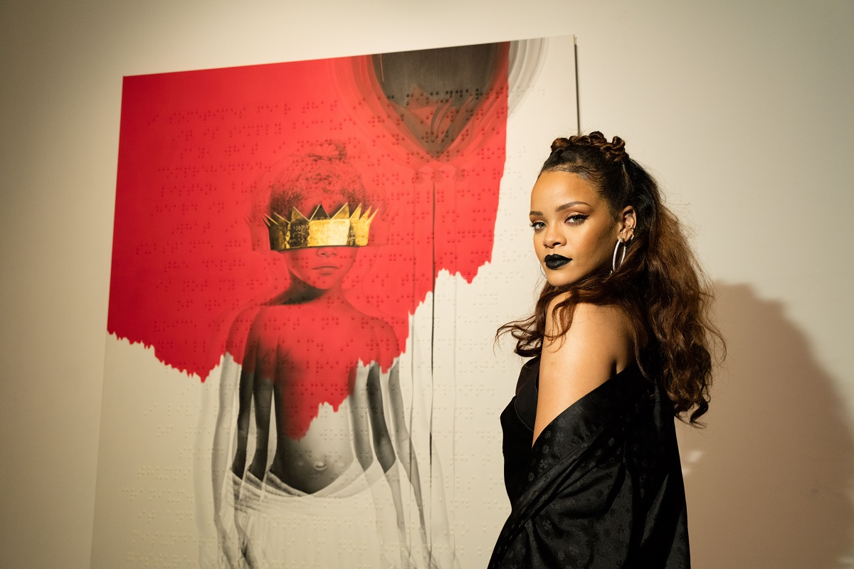 rihanna-reveals-anti-artwork-2015.jpg