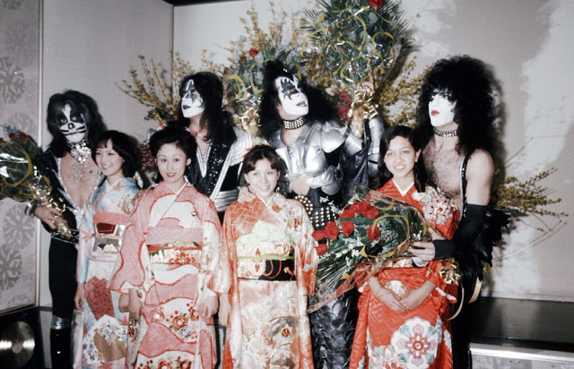 rock-stars-as-tourists-in-japan-1970s-80s-4.jpeg