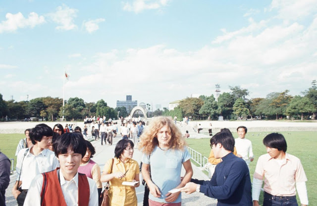rock-stars-as-tourists-in-japan-1970s-80s-6.jpeg