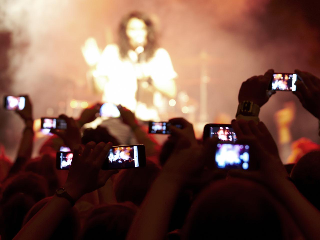 tdy-130115-concert-phones.jpg