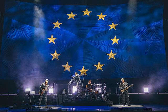 u2_eitour_europeflag_dannynorth_9001535749949_640.jpg