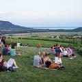 Szent György-hegy hajnalig: zsizsegtek a pincék a Balaton felett