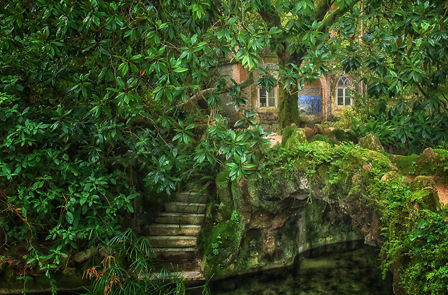 palace-of-mystery-quinta-da-regaleira-by-taylor-moore14_880.jpg