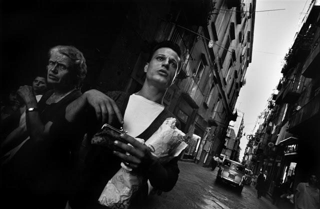 the-italians-by-bruno-barbey-11.jpg