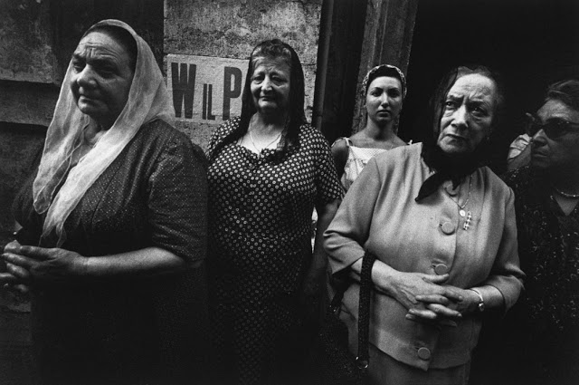 the-italians-by-bruno-barbey-13.jpg