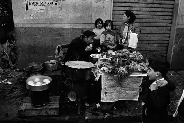 the-italians-by-bruno-barbey-25.jpg