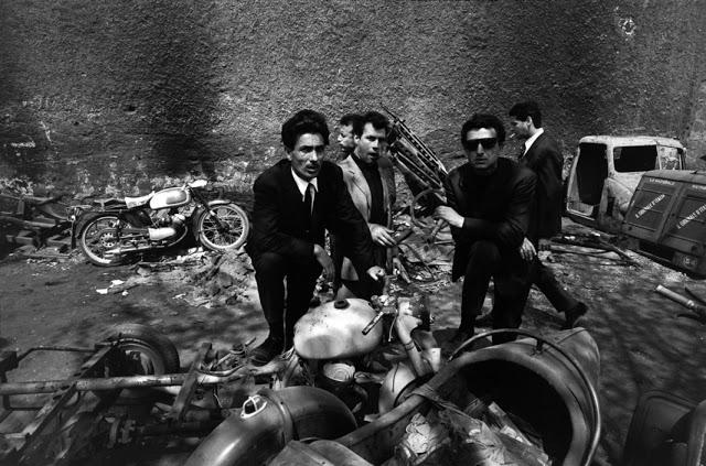 the-italians-by-bruno-barbey-28.jpg