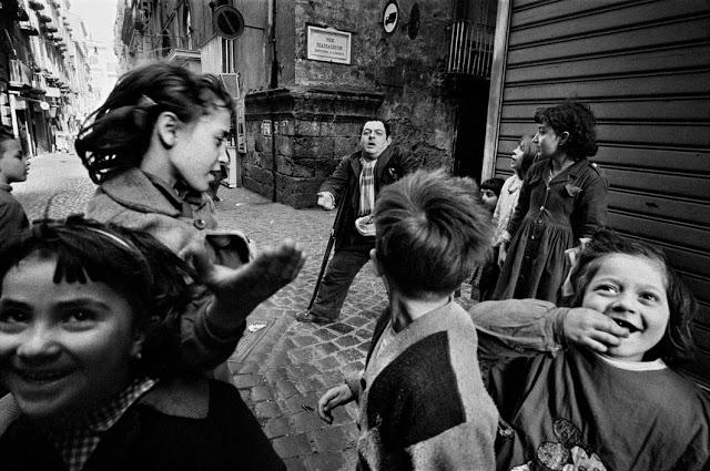 the-italians-by-bruno-barbey-3.jpg