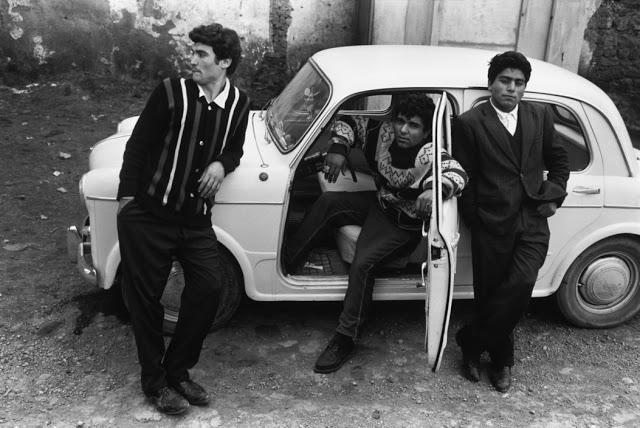 the-italians-by-bruno-barbey-34.jpg
