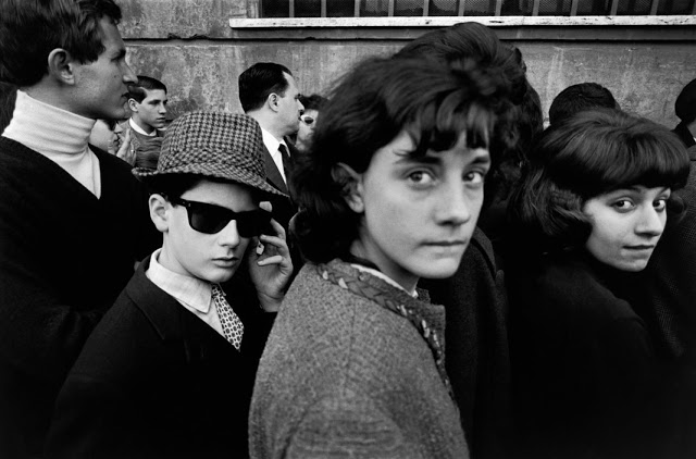 the-italians-by-bruno-barbey-39.jpg