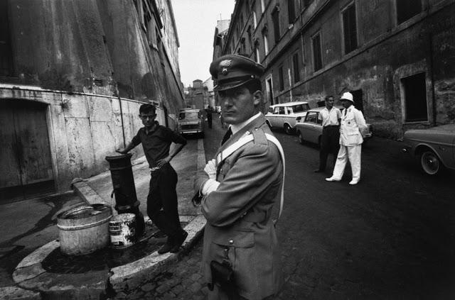 the-italians-by-bruno-barbey-4.jpg