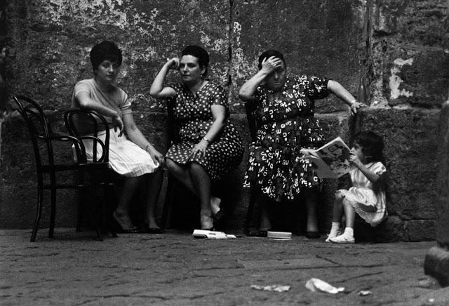 the-italians-by-bruno-barbey-42.jpg