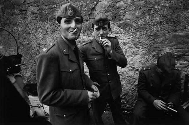 the-italians-by-bruno-barbey-8.jpg