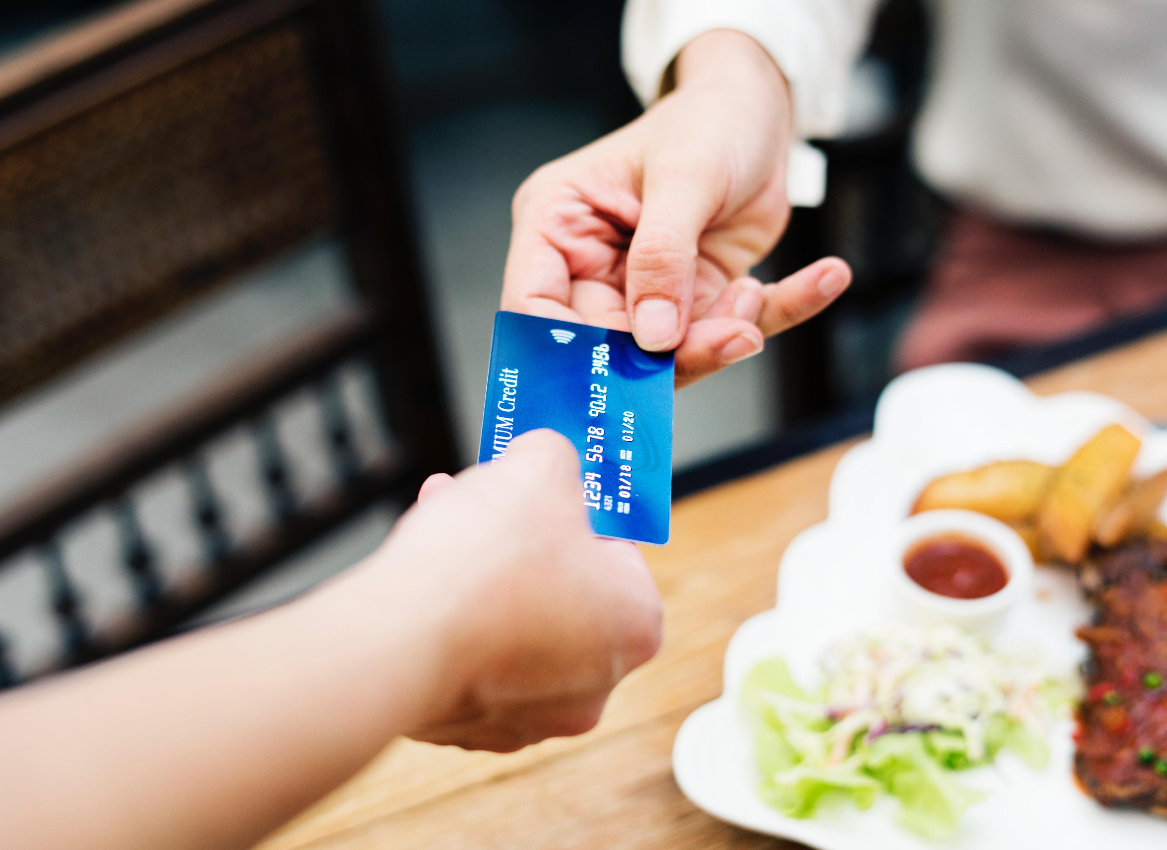 Minden bankkártyához járnak kedvezmények, amikről senki sem tud