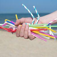 A nagy szívószál para - viszlát kis műanyag csövecskék?