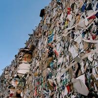 Műanyag legyen a csomagolás vagy a fákat vágjuk ki?
