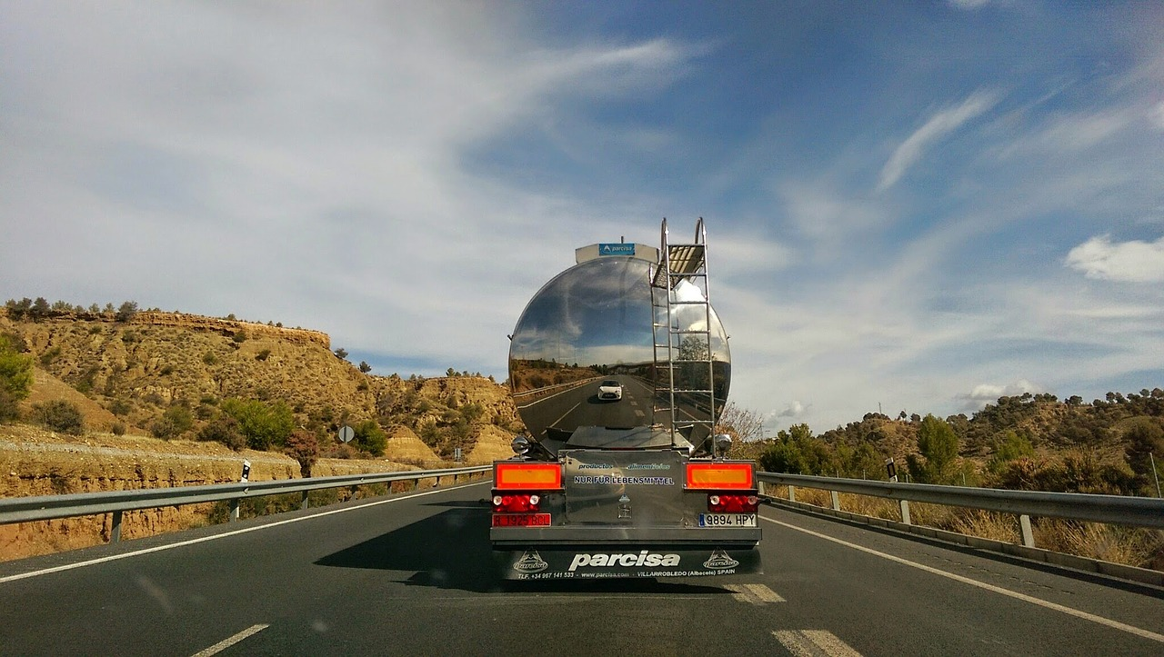 truck-766800_1280.jpg