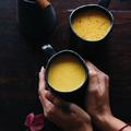 Golden milk, avagy hogy készítsünk melengető kurkumás lattét reggelire
