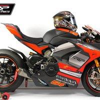 Közúti versenyen a Ducati Panigale V4