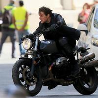 Na milyen motorral vereti Tom Cruise?
