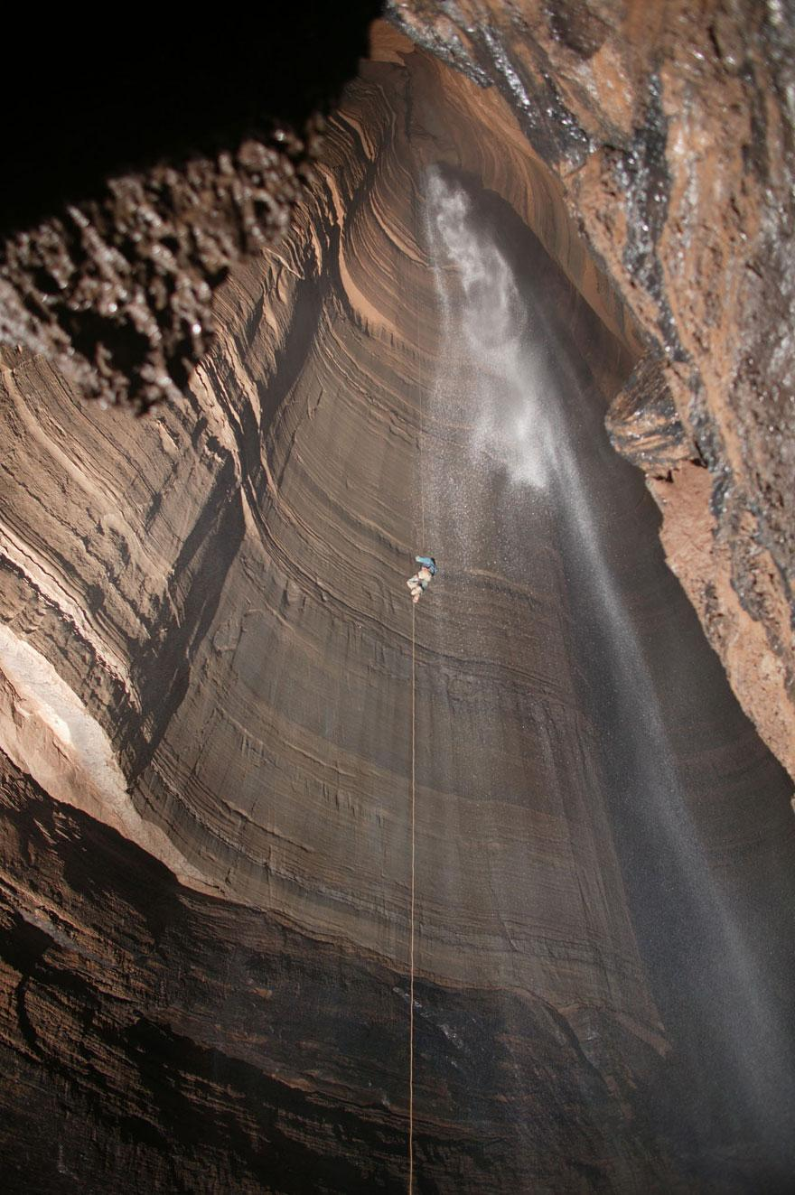 amazing-caves-12-1.jpg