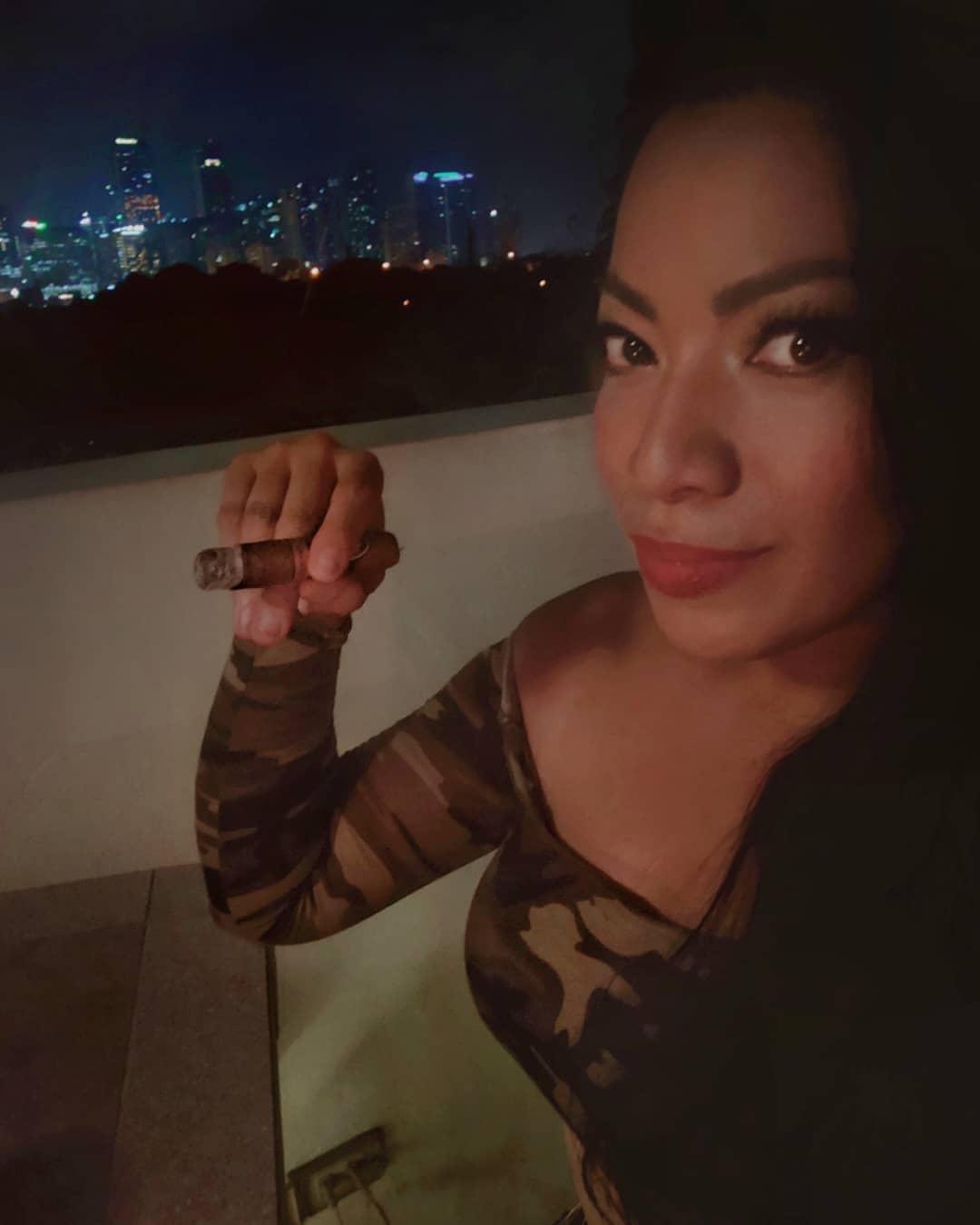 joana_gonzales_aka_jlovecigars_my_cigar_lady_6.jpg