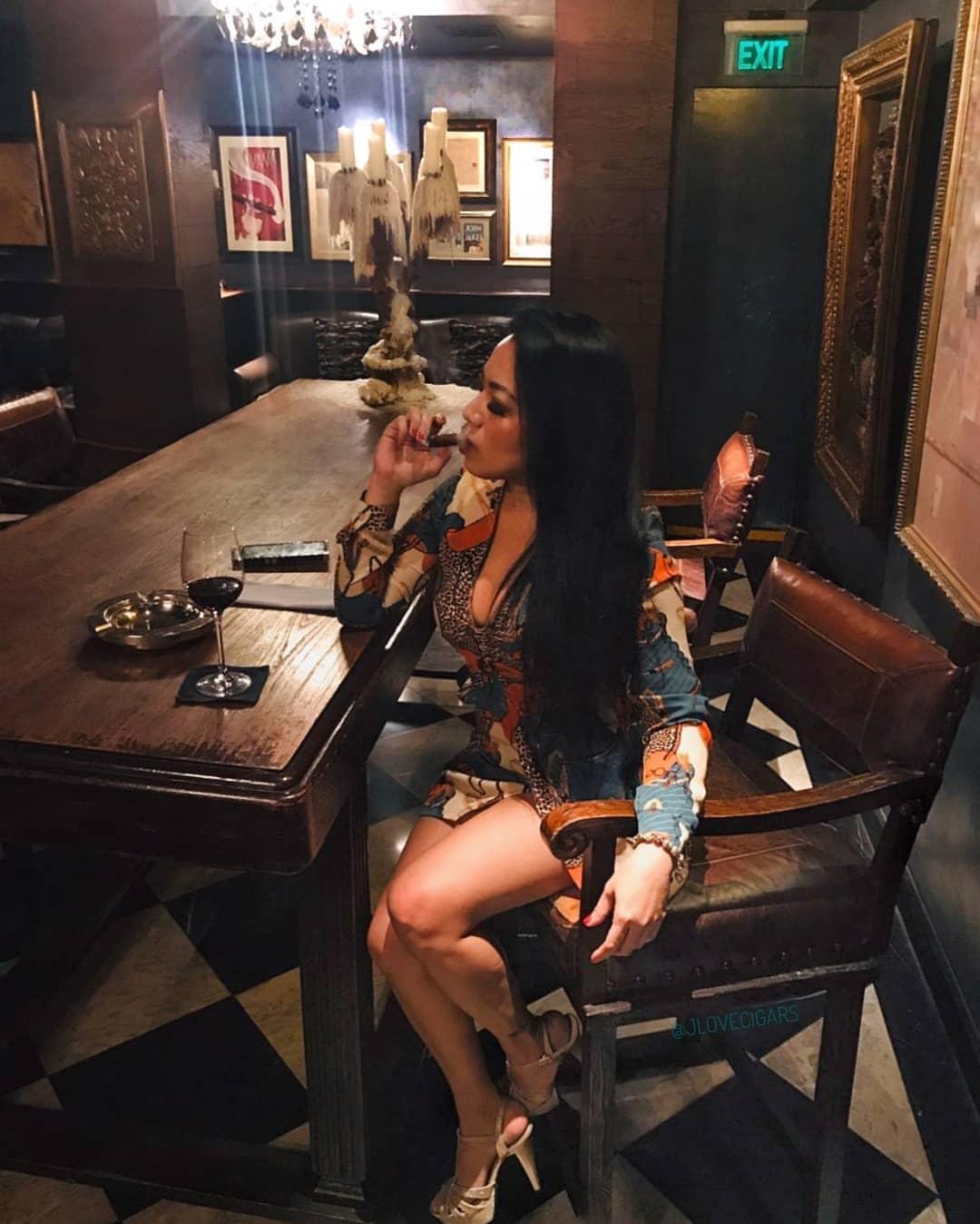 joana_gonzales_aka_jlovecigars_my_cigar_lady_8.jpg