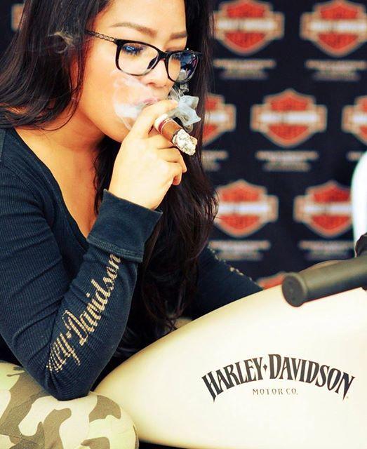 joana_gonzales_aka_jlovecigars_my_cigar_lady_9.jpg