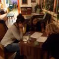 """""""Belépek egy helyre"""" - Egy este az Avasi Közösségi Kávézóban"""