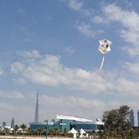 Szuno papírsárkány Dubaiban