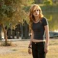 Bella Thorne új filmjében baltával üldözi a rosszfiúkat. Itt az előzetes!