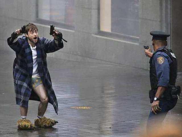 Daniel Radcliffe mamuszban és alsógatyában lövöldöz! - Guns Akimbo előzetes