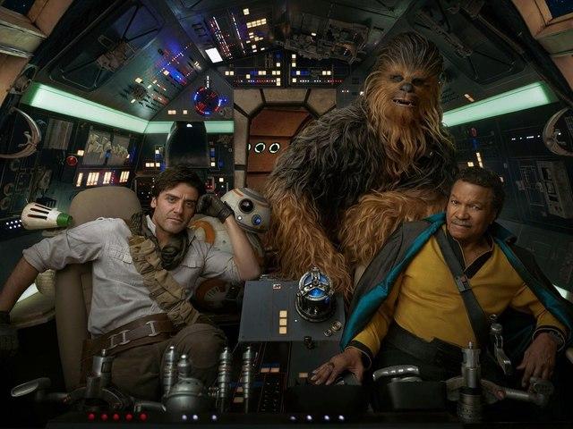 Itt van pár kép és egy Videó is az új Star Warsból