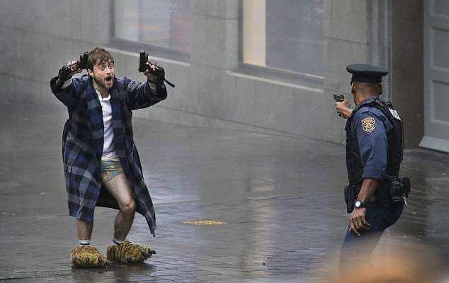 Daniel Radcliffe alsógatyában lövöldöz!