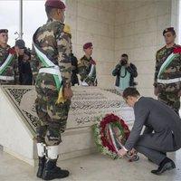 Mit keresett Szíjjártó 4 nappal Párizs után Arafat sírjánál?
