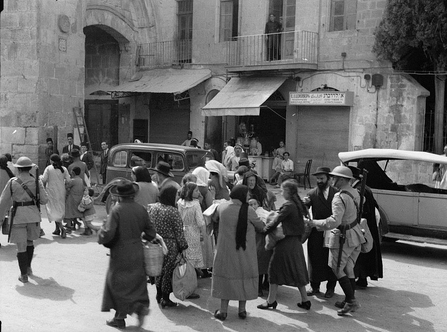 jews_evacuate_the_old_city_1936.jpg
