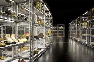 Cipő a múzeumban