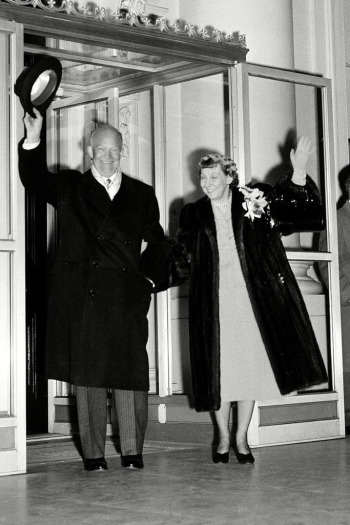 Mamie Eisenhower and Dwight Eisenhower a beiktatás napján 1953-ban