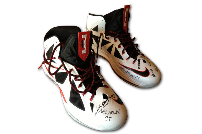 lebron-james-signed-nike-sneakers-auction.jpg