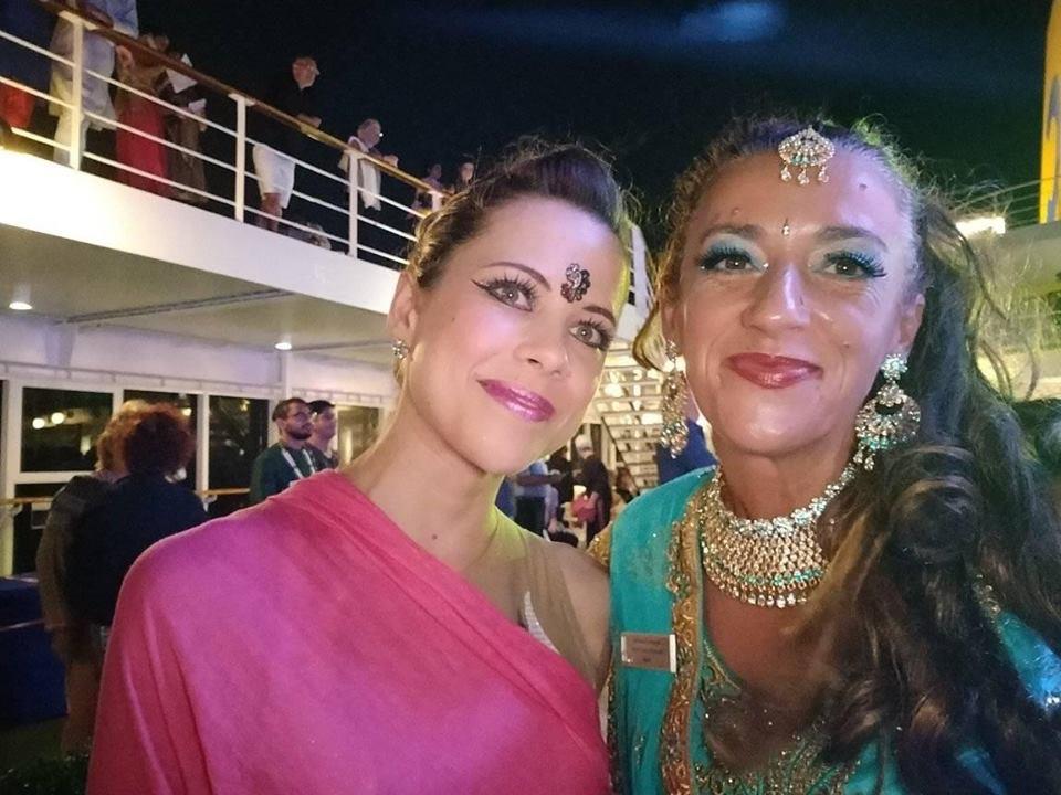 Cruise dirt aszisztensünkkel, teljes indiai puccban