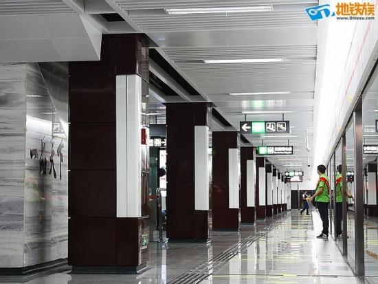chengdu_line2_peron2.jpg