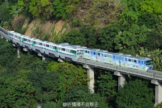 chongquing_monorail5.jpg