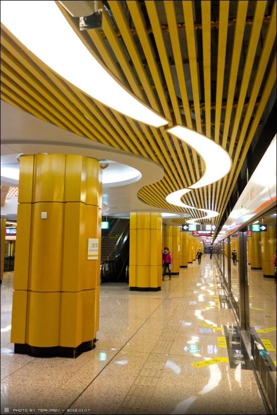 shenyang_line2_peron.jpg