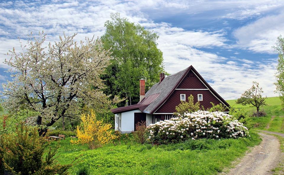 spring-cottage-2955582_960_720.jpg