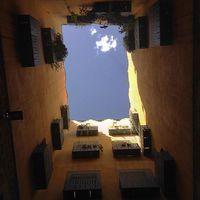 Augustus császár templom romjairól az égre tekintve...